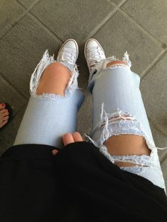◆black sweater||ripped jeans||white converse◆