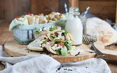 Caesar Salad Pitas & #Projektwasserwoche (Werbung) Ricotta, Pita Bread, Caesar Salad, Zucchini, Snacks, Feta, Camembert Cheese, Strudel, Home Office
