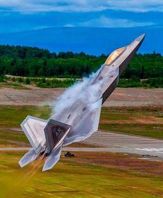 Lockheed Raptor takes off Stealth Aircraft, Fighter Aircraft, Military Jets, Military Aircraft, Air Fighter, Fighter Jets, Photo Avion, F22 Raptor, Aircraft Photos