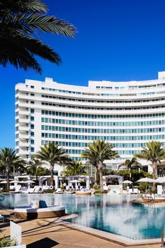 Fontainbleau in Miami is a great large resort with nice rooms and lots of restaurants and nightclubs on property. Everything about it is top notch.  (http://www.jetsetter.com/hotels/miami-beach/florida/2958/fontainebleau-miami-beach?via=pinterest&osocid=pinterest&plt=pin)