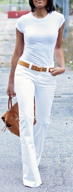 Stunning 50 Perfect White Denim Outfits for Spring and Summer from https://www.fashionetter.com/2017/05/17/51-perfect-white-denim-outfits-spring-summer/