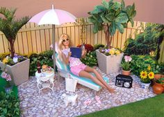 Barbie on her patio - photo by Debby Emerson Baby Barbie, Barbie Food, Barbie Life, Barbie Stuff, Barbie House Furniture, Doll Furniture, Barbie Happy Family, Diva Dolls, Barbie Dolls