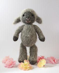 Fuzzy Mitten Lamb Free Knitting Pattern and more sheep and lamb knitting… Knitting For Kids, Free Knitting, Knitting Projects, Baby Knitting, Crochet Projects, Sewing Projects, Knitting Toys, Sewing Toys, Beginner Knitting