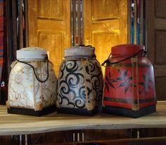 exquisite rice boxes from thailand Thai Decor, Asian Decor, Culture Of Thailand, Rice Box, Thai Rice, Kitchen Storage Boxes, Feng Shui, Asian Interior, Decor Crafts