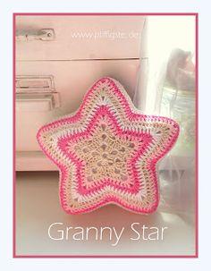 Pfiffigstes Häkelblog: Granny Star, crocheted poinsettias, salt dough for Halloween, Christmas balls crocheted