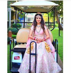 What a unique idea of a bridal entry ������via camcatches #bridalentry#bridetobe#weddingblog#weddingfun#weddingideas#weddingphotography#desiwedding#indianwedding#bridalwear#bridalfashion#bridallehenga#bridaljewellery#thecagestory http://gelinshop.com/ipost/1515078197761710447/?code=BUGo5f4hplv