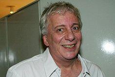 Considerado um representante de pai e marido para os telespectadores e referência para as famílias brasileiras, Marco Nanini, que representa Lineu, revelou ser homossexual, causando polêmica.