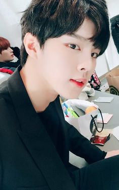 Wooshin 우신 | Kim Wooseok 김우석 | Up10tion | 1996 | 175cm | Vocal | Visual