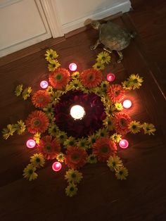 Flower rangoli Rangoli Designs Flower, Small Rangoli Design, Rangoli Patterns, Rangoli Ideas, Rangoli Designs Diwali, Diwali Rangoli, Beautiful Rangoli Designs, Flower Designs, Indian Rangoli