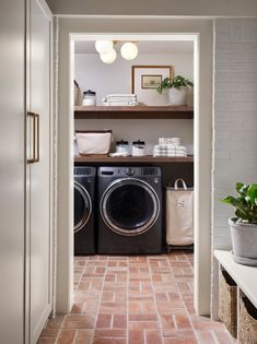 Magnolia Fixer Upper, Magnolia Homes, Magnolia Farms, Brick Planter, Oak Shelves, Laundry Room Design, Laundry Rooms, French Country Cottage, Architectural Features