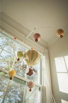 balões pendurado no teto