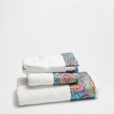 TOWEL WITH PRINTED BORDER