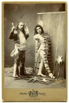 Amazing and funny old photos of circus performers from See more photos on vintage everyday Circus Vintage, Old Circus, Circus Acts, Night Circus, Dark Circus, Vintage Circus Performers, Circus Train, Fotografia Social, Knife Throwing