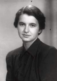 """""""Chemist Rosalind Franklin born recognised only posthumously for her contribution to understanding of DNA"""" Chemist, Ladies Day, Change The World, Role Models, Dna, Portrait, Gallery, Celebrities, People"""