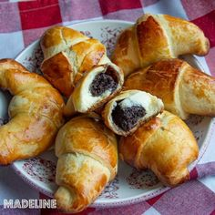 Sweet Cakes, Pretzel Bites, Bagel, Nutella, Deserts, Food And Drink, Cooking Recipes, Ice Cream, Croissants