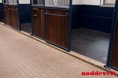 Air comfort anitslip mat bij Stephex Stables. http://noddevelt.nl/rubber-matten/referenties/comfort-paarden-matras-stephex-stables.html