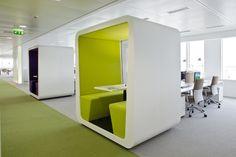 """""""Cubes de réunion"""" chez So Ouest à Levallois-Perret http://www.lesechos.fr/entreprises-secteurs/service-distribution/diaporama/DIAP210613971_0E96F8-des-bureaux-connectes-au-monde-d-aujourd-hui-578362.php?id_rub=0&id_sous_rub=0&auto=0&id_photo=36083"""