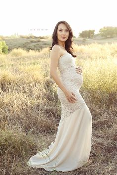 Adorable Vintage Maternity Wedding Dresses - It can be feasible to gather classic things, or perhaps you favor to accumulate respectable excellent new obje Maternity Gowns, Maternity Wedding, Maternity Photos, Maternity Photography, Pregnancy Wedding Dresses, Maternity Session, Maternity Style, Photography Props, Kleidung Design