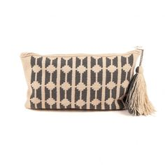 Wayuu Clutches Tapestry Crochet Patterns, Clutch Pattern, Bargello, Crochet Crafts, Knitting Projects, Pouches, Clutch Bag, Purses And Bags, Tote Bags