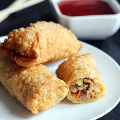 This Easy Homemade Egg Rolls recipe will be enjoyed by everyone who comes to your dinner table to ea . Egg Roll Recipes, Great Recipes, Favorite Recipes, Easy Egg Roll Recipe, I Love Food, Good Food, Yummy Food, Homemade Egg Rolls, Asian Cooking