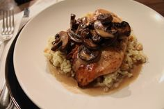 Chicken with Sherry Mushroom Sauce - a elegant 30 minute dinner #food #recipes