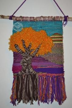 Haz click para ver la próxima imagen Loom Weaving, Tapestry Weaving, Weaving Patterns, Weaving Techniques, Rug Hooking, Knitting Designs, Tapestries, Textile Art, Wall Art