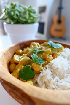 Chickpea curry with coconut milk - Juli& recipes .- Curry de pois chiches au lait de coco – Les recettes de Julie Gri Chickpea curry with coconut milk – Julie Gri& recipes - Vegetarian Recipes Videos, High Protein Vegetarian Recipes, Veggie Recipes, Healthy Dinner Recipes, Cooking Recipes, Protein Foods, Thai Recipes, Coconut Milk Curry, Coconut Milk Recipes