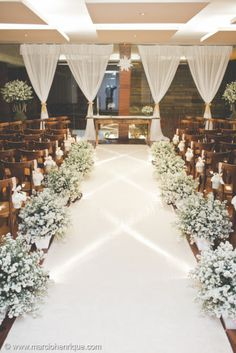 gorgeous flowers by the aisles for church wedding Perfect Wedding, Dream Wedding, Wedding Day, Wedding Church, Wedding Flower Arrangements, Wedding Flowers, Church Wedding Decorations, Indoor Wedding, Wedding Designs