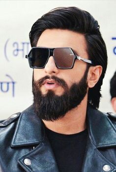 Ranveer Singh. Ranveer Singh Hairstyle, Ranveer Singh Beard, Trendy Mens Fashion, Boy Fashion, Celebrity Casual Outfits, Deepika Padukone Style, Bollywood Pictures, Beard Look, Beard Grooming