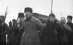 In 1922 kreeg Lenin een beroerte , en later zou hij er nog meer krijgen (waardoor hij niet meer kon praten). Op 21 januari stierf hij in Gorki Leninskiye , een dorpje vlakbij Moskou. Zijn lichaam is gebalsemd en is sindsdien te zien op een tentoonstelling en een mausoleum op het Rode Plein in Moskou.