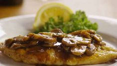 Chicken Marsala is an American-Italian recipe of pan-fried chicken cutlets, mushrooms, and Marsala wine. Before you get this recipe, a few words about the chicken Marsala. Fried Chicken Cutlets, Healthy Dinner Recipes, Cooking Recipes, What's Cooking, Delicious Recipes, Healthy Food, Marsala Recipe, Recipe For Chicken Marsala, Slow Cooker Chicken Marsala
