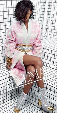 She's already teamed up with River Island and now it seems high end luxury brand 'Balmain' want a piece of RiRi. The songstress - Rihanna Balmain. Moda Rihanna, Estilo Rihanna, Rihanna Mode, Rihanna Style, Rihanna Fenty, Rihanna Fashion, Rihanna Boots, News Fashion, Fashion Week
