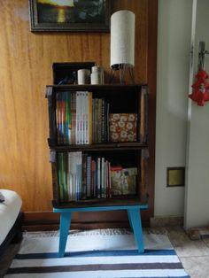 Caixotes de feira agora é meu armário de livros...amei