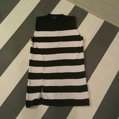 Banana Republic small black and white sweater Size small Worn once Slight fading from wash Long sweater tunic with side zipper Banana Republic Sweaters Crew & Scoop Necks