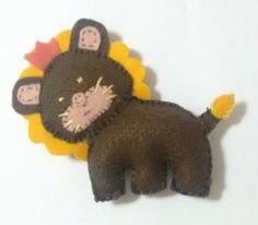 4 : leão de feltro com cores erradas