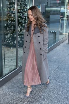 Why Alicia Vikander's Coat Is the Perfect Topper: The Danish Girl Star Borrows From the Boys Alicia Vikander Style, The Danish Girl, Ex Machina, Facon, Nice Dresses, Trench, Style Me, Celebrity Style, Dress Up
