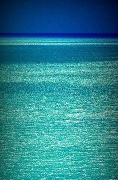 Turquoise Glitter Ocean - always looking for great water pictures.with turquoise in it. Ocean Beach, Ocean Waves, Hawaii Ocean, Blue Hawaii, Ocean Sunset, Belle Photo, Beautiful Beaches, Beautiful Ocean, Amazing Nature