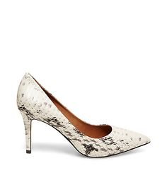 SHIELA Fashion Shoes, Fashion Outfits, Pointed Toe Pumps, Beautiful Rings, Steve Madden, Kitten Heels, Booty, Exotic, Footwear