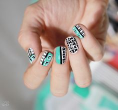 Mint black and white graphic nailart