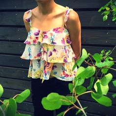HPDateNightFloral Top Adorable ruffle top with adjustable straps..100%polyester.. Worn once..no trades no PayPal Forever 21 Tops
