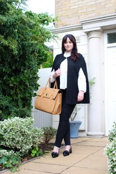 The perfect women's briefcase for the busy traveler. The LONDON laptop tote is classic and timeless, and carries all your essentials while on the go! #GRACESHIP #LaptopTote #Travel