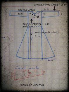 Depuis longtemps, l'envie d'une 2e robe médiévale me trottait dans la tête... Je l'imaginais en lin bleu, faite à partir d'un patron...
