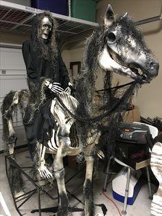Halloween Graveyard, 31 Days Of Halloween, Creepy Halloween, Outdoor Halloween, Halloween Projects, Halloween 2019, Halloween House, Halloween Ideas, Happy Halloween