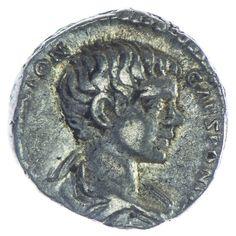 Caracalla Denar Silber, Av: M AVR ANTON CAES PONTIF, drapierte Büste nach rechts, Rv: DESTINATO IMPERAT, Lituus, Helmet, Bucranium und Simpulum