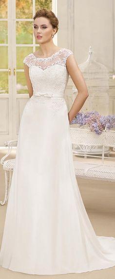 Modest Tulle & Chiffon Bateau Neckline A-line Wedding Dresses With Lace Appliques