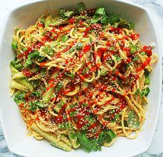 Spicy Peanut Noodle Salad Peanut Sauce Noodles, Salad Recipes, Vegan Recipes, Gluten Free Pasta, Noodle Salad, Spaghetti Recipes, Healthy Side Dishes, Meal Ideas, Vegane Rezepte