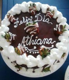 Torta de chocolate con ganash  de chocolate y fresas