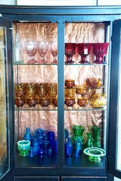 Love the colors...I always see glassware like this at a flea market we like to go to...I definately need to do this!