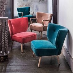 Our Alpana Teal Velvet Cocktail Chair is a statement piece radiating style and sophistication. Chairs For Small Spaces, Small Living Rooms, Home Living Room, Bedroom Small, Cozy Living, Modern Living, Master Bedroom, Teal Armchair, Velvet Armchair