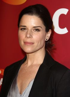 Known for her role on Scream, Neve Campbell has fabulous eyebrows! Neve's brows are natural-looking with a great arch! #nevecampbell #nevecampbellbrows #browwaxing #bareelegance #sandiego #eyebrowwaxingsandiego #celebrityeyebrows #socal #lajalla #UTC #scream